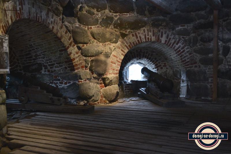 Внутри одной из башен Соловецкого монастыря.