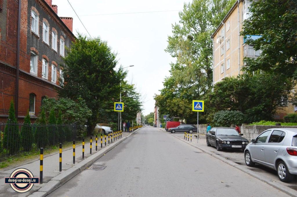 Кёнигсберг. Улица 1812 года. Слева дома немецкой постройки, справа советские.