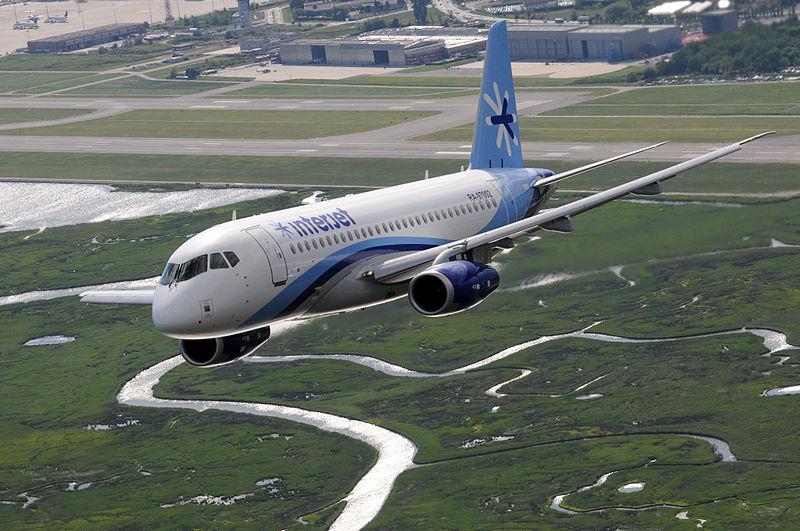 Самолёт над аэропортом Марко-Поло