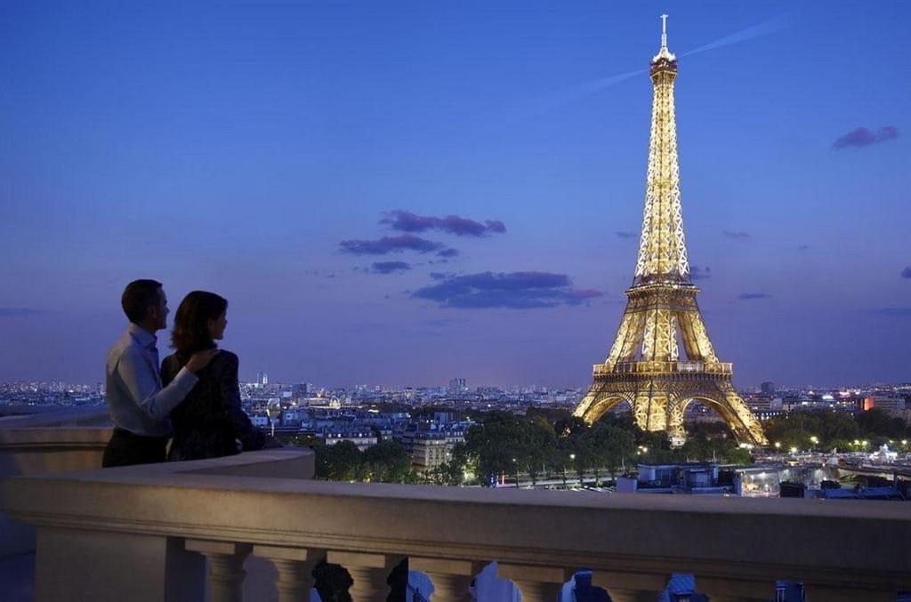 Эйфелева башня — главная достопримечательность Парижа