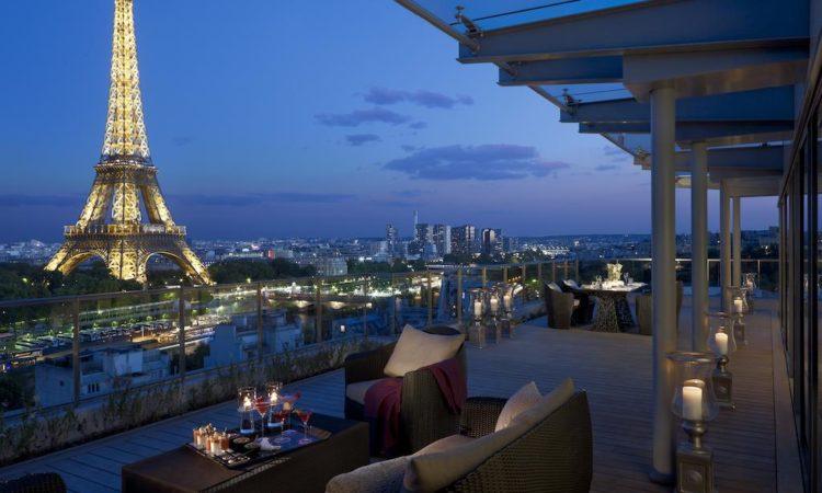 Правильные отели с видом на Эйфелеву башню