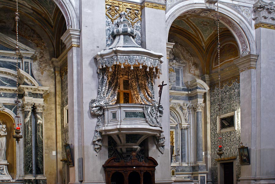 Интерьер церкви Джезуити
