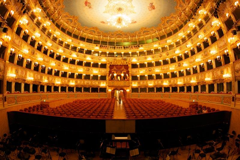 Внутри театра La Fenice