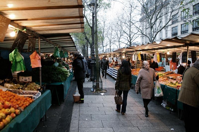 Рынок в Париже, где можно купить продукты