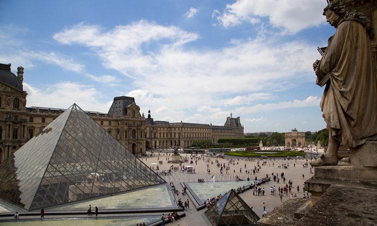 4 способа попасть в Лувр без очереди