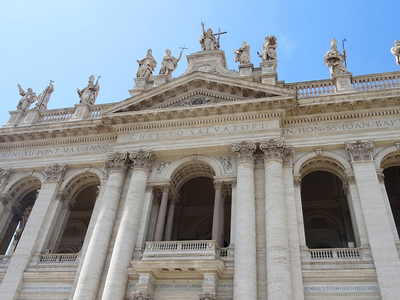 Кафедральный собор Рима - Каждый новоизбранный папа римский свою первую службу служит именно здесь