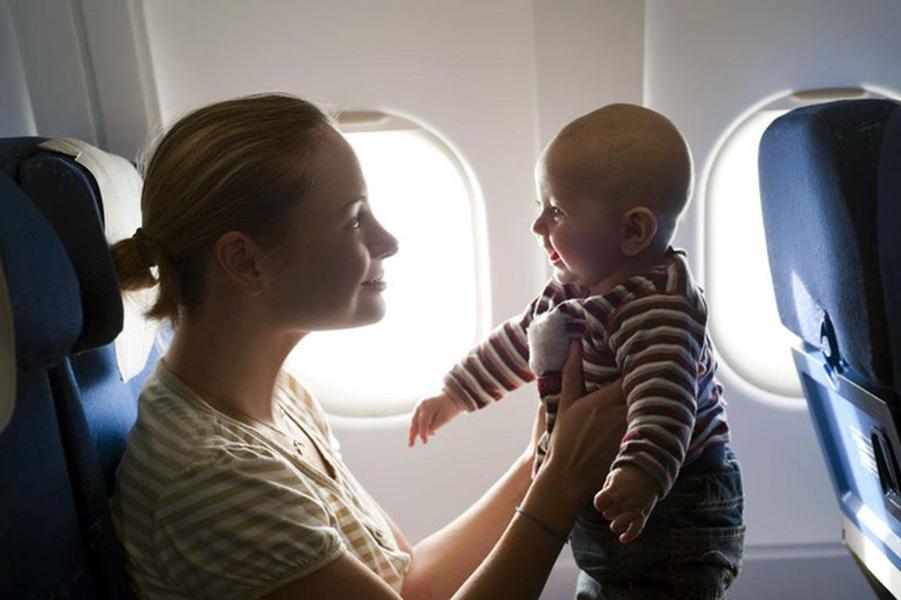 Спокойствие родителей— главный секрет удачного перелета сребенком. Ваши чувства, вконце концов, передадутся ималенькому пассажиру
