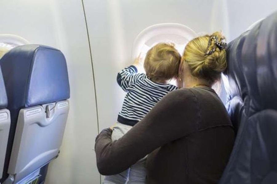 Малыши до 2-х летнего возраста могут летать бесплатно, находясь на коленях у одного из родителей