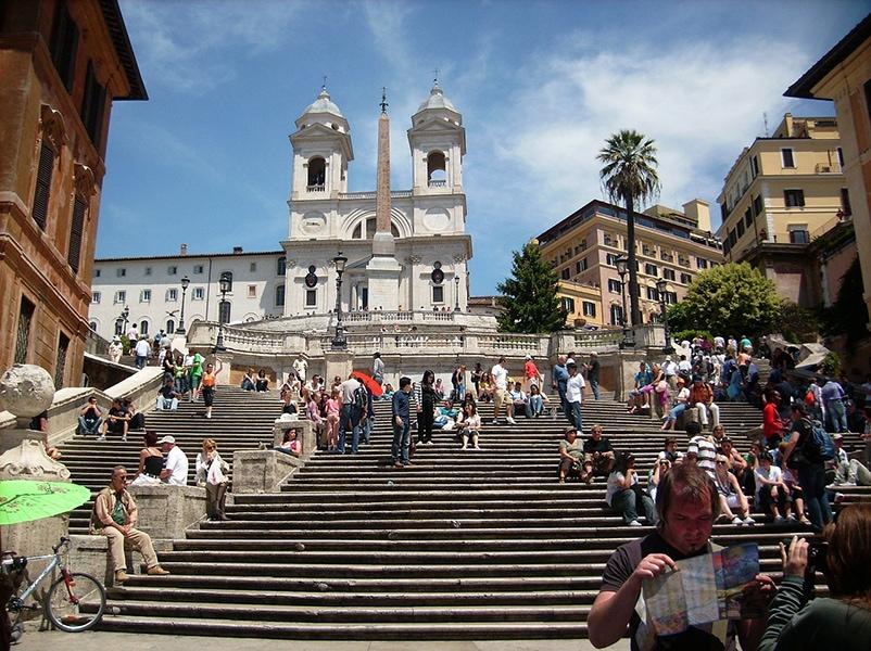 Испанская лестница - главная достопримечательность района Кампо-Марцио
