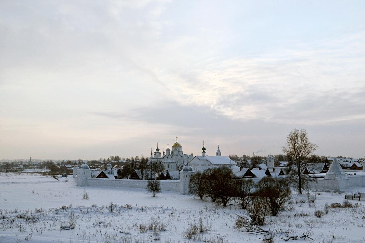 Покровский монастырь зимой