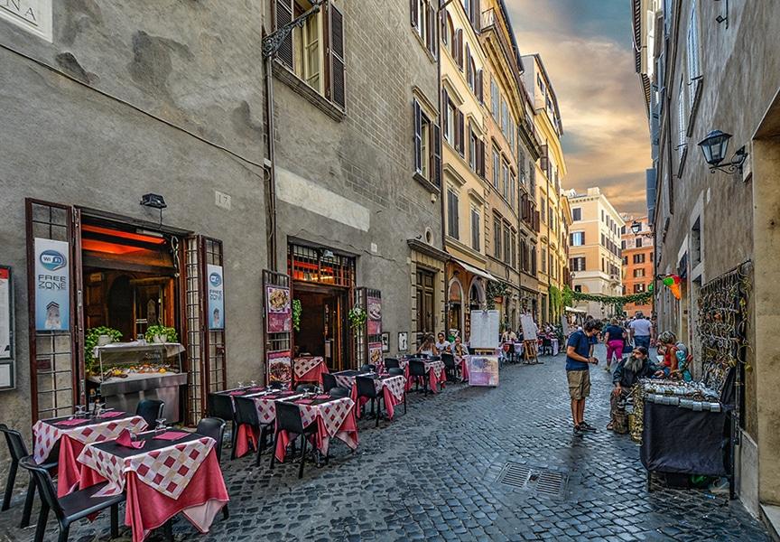 Уличное кафе в центре Рима