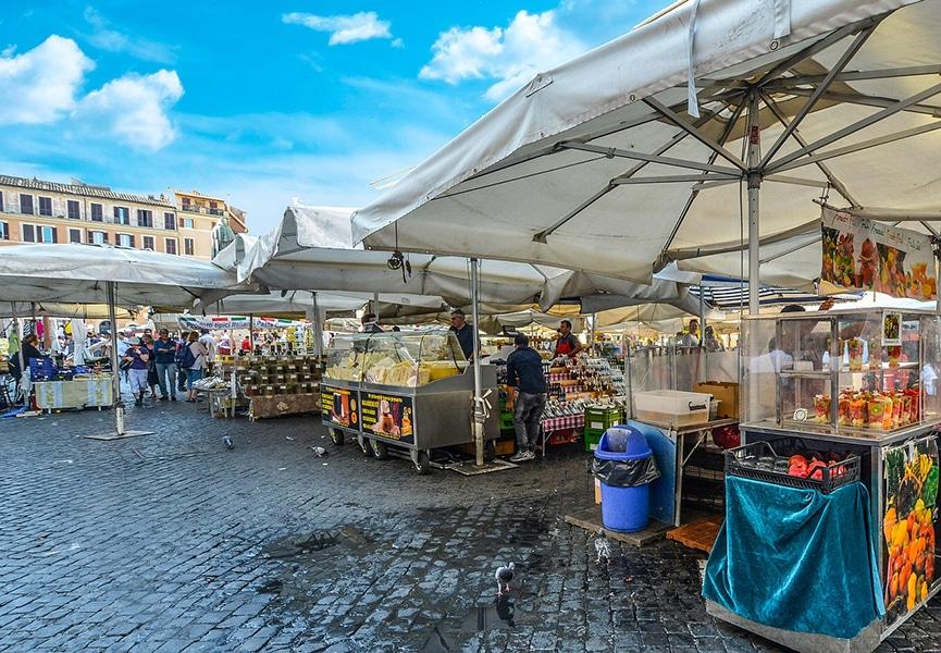 Рынок на одной из площадей Рима