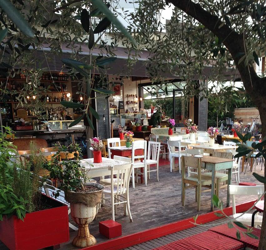 Уличное кафе в Римини