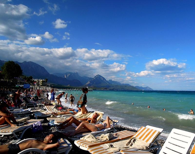 Пляжи Кемера в разгар сезона