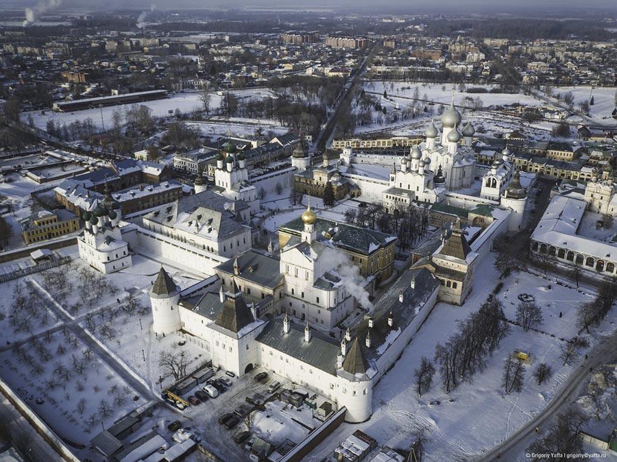 Ростовский кремль со стороны митрополчьего сада.