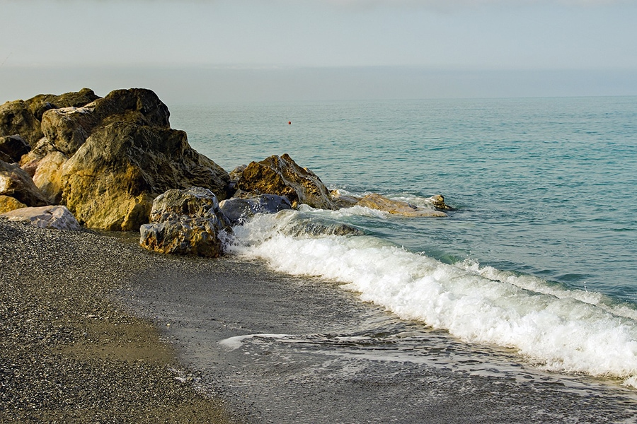 Пляжи Гаэты не менее прекрасны, нежели в других городах и курортах Ривьеры Одиссея, но считаются более дешёвыми для туристов
