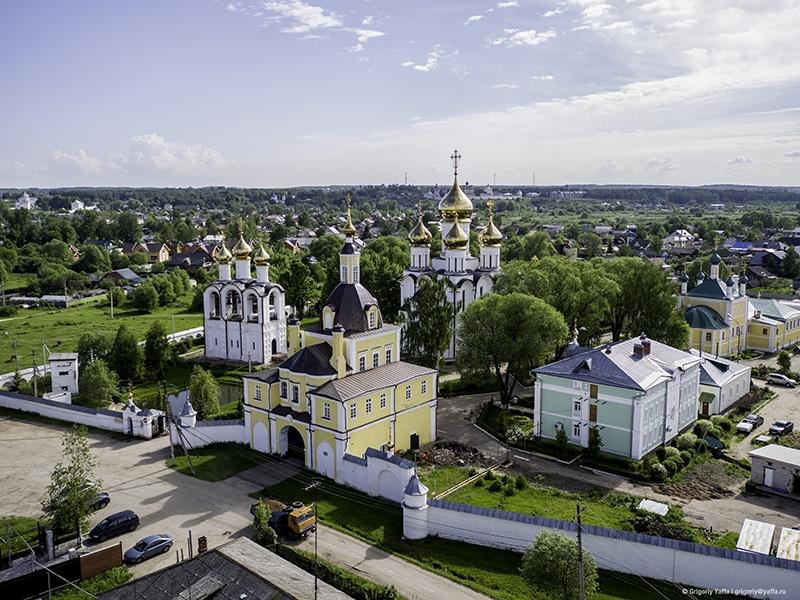 Никольский женский монастырь. Из четырех монастырей южной части Переславля, он ближе всех расположен к центру города