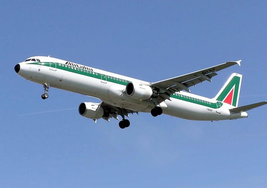 Самолет Alitalia