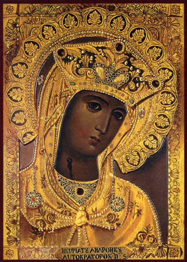 Андрониковская икона Богоматери - главная святыня монастыря. Внизу под иконой есть выдвижной ящичек, куда Богородице люди пишут записки с просьбами