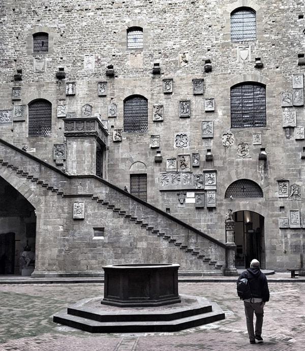 Музей Барджелло. Среди его экспонатов произведения Донателло, Челлини, Сансовино и Микеланджело