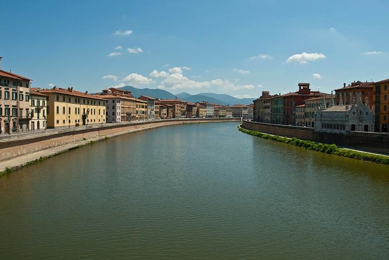 Река Арно - главное украшение Пизы