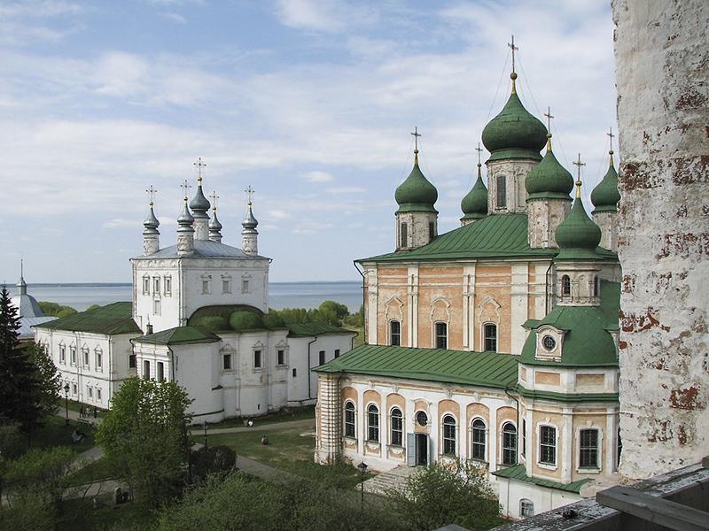 Горицкий монастырь. Вид на Успенский собор и Плещеево озеро