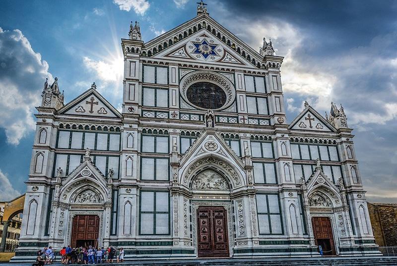 Церковь Санта-Кроче удивительно красива снаружи и внутри