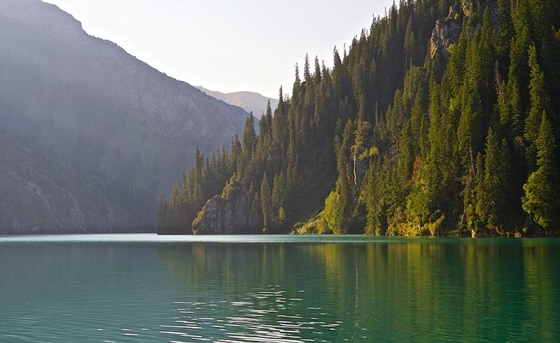 Озеро Сары-Челек - жемчужина южного Кыргызстана (фото с сайта: www.mykgstan.com)