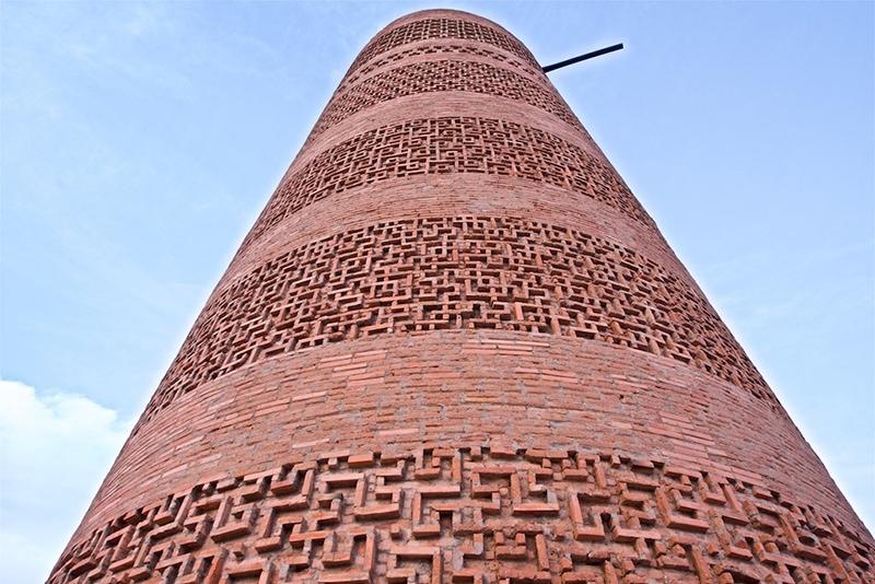 Башня Бурана - шедевр древнего зодчества и одно из самых ранних храмовых сооружений на территории Средней Азии (фото с сайта: www.mykgstan.com)