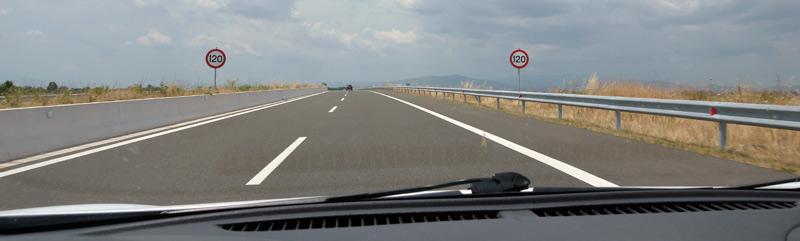 Знаки с ограничением скорости на магистралях