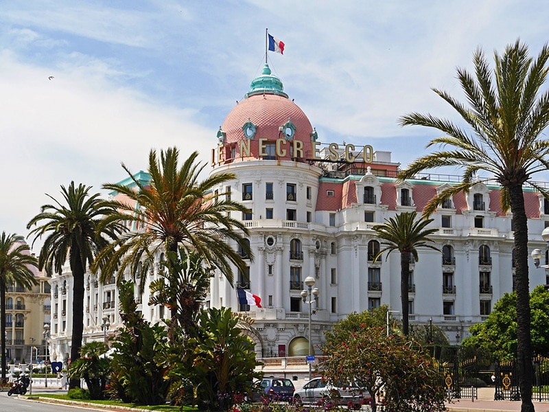 Легендарныйй отель Negresco - символ Ниццы. В нем останавливались Коко Шанель, Марлен Дитрих, Эрнест Хемингуэй и другие знаменитости