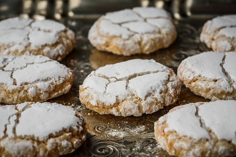 Ricciarelli di Siena - традиционное миндальное печенье из Сиены. По вкусу и форме оно напоминает французские макароны