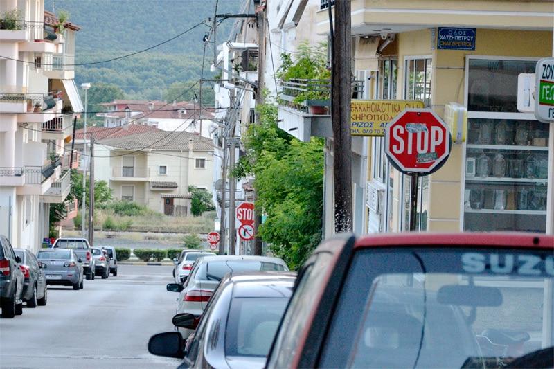 Знак STOP на одной из улиц Афин