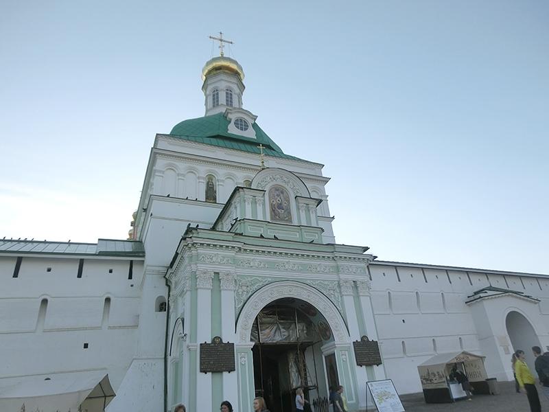 Святые Ворота - главный вход в Лавру