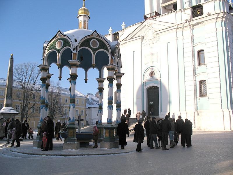 Сень над Крестом - место освящения воды в Сергиевом Посаде