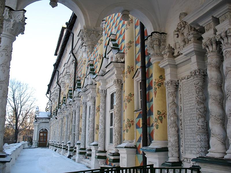 Путеводитель по Сергиеву Посаду – резные колонны Трапезного храма