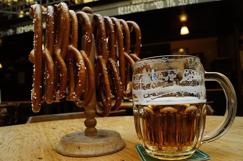 Пиво — национальный напиток Чехии. Поэтому его обязательно нужно здесь попробовать
