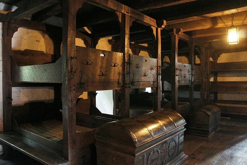 Спальные места в одном из европейских хостелов в средневековом замке