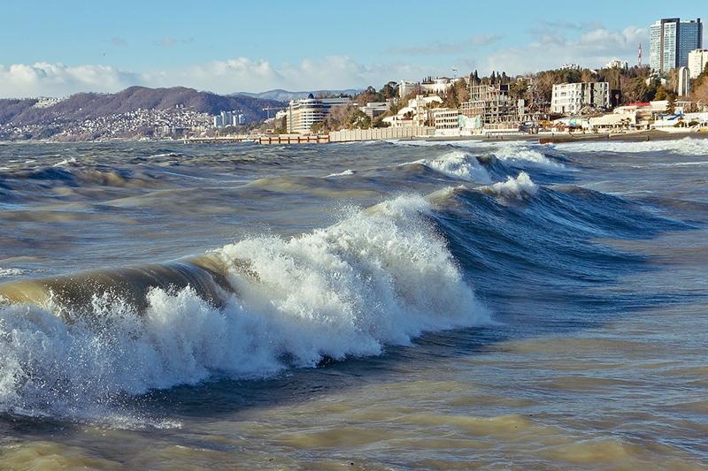 Небольшой шторм на море в районе Большого Сочи