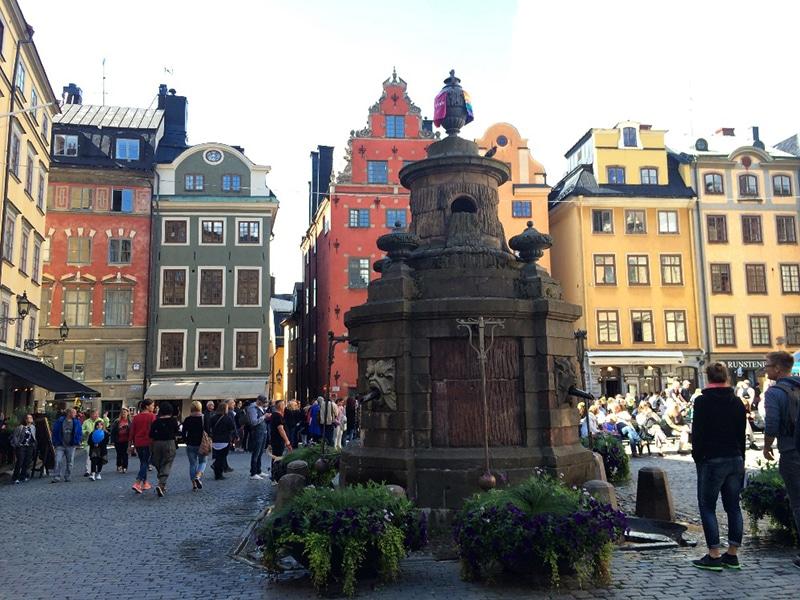 В самом центре Стокгольма есть древний колодец, который сегодня считается нулевым километром Швеции