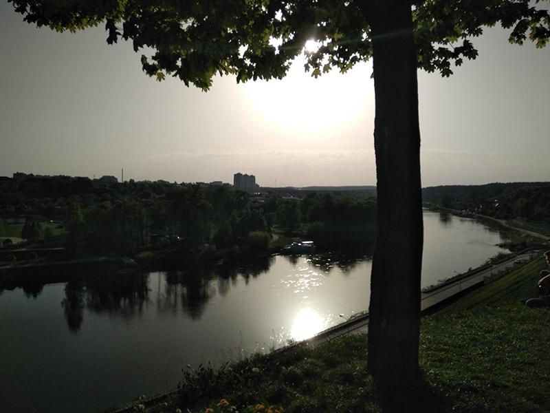 Гродно стоит на берегу реки Неман, как и его литовский собрат — город Друскининкай