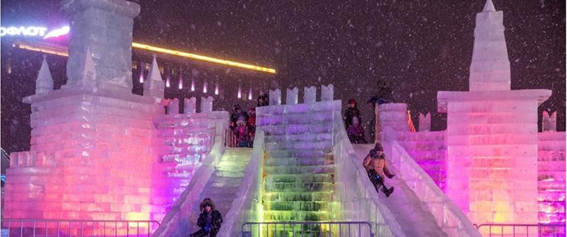 50-ти метровый ледяной Кремль - визитная карточка Ледового города на Поклонной горе (фото с сайта icemoscow.info)