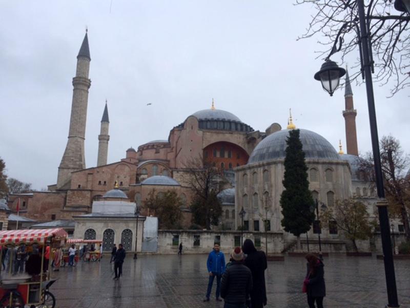 Легендарный византийский собор Айя-София - одна из главных достопримечальностей Стамбула