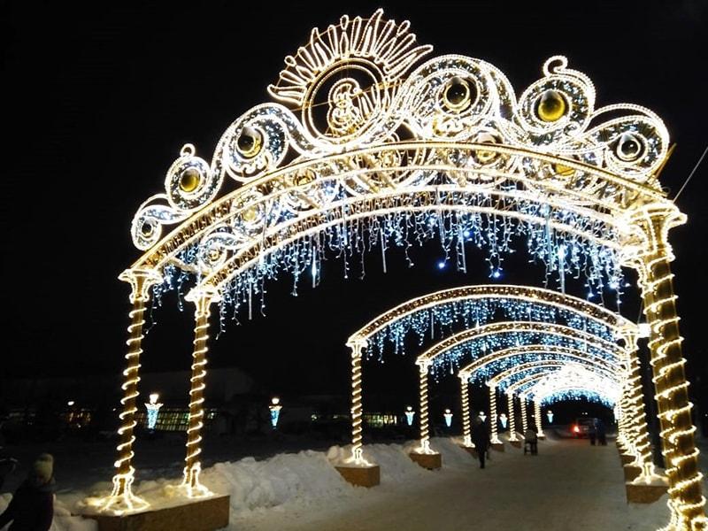 """Вечерняя праздничная подсветка в музее-усадьбе """"Царицыно"""""""