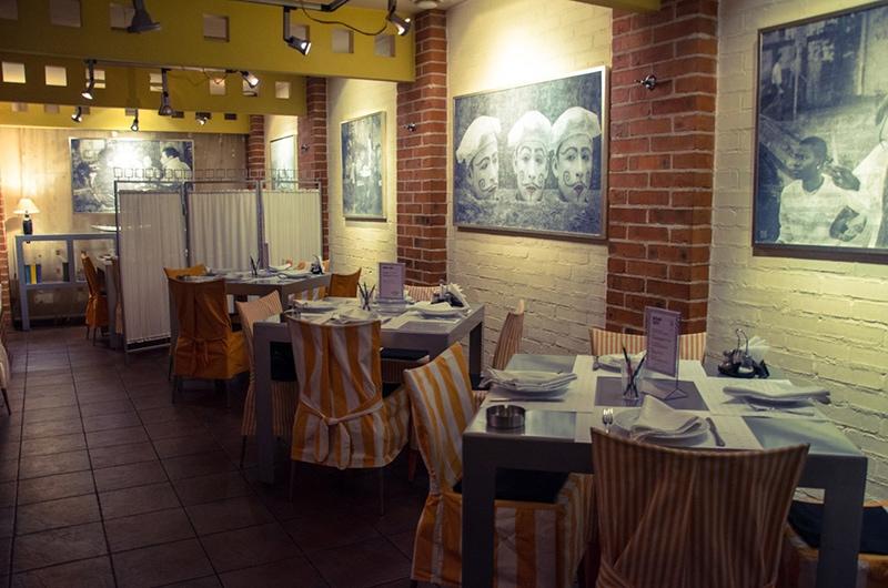 """Внутри арт-кафе """"Намёки"""" (фото со странички кафе на сайте ВКонтакте)"""