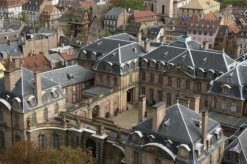 Дворец Роана находится в двух шагах от Кафедрального собора