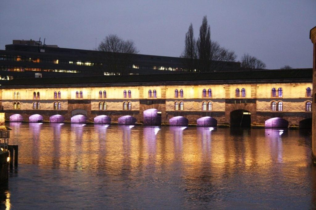 Крытые мосты Эльзаса в эффектной вечерней подсветке