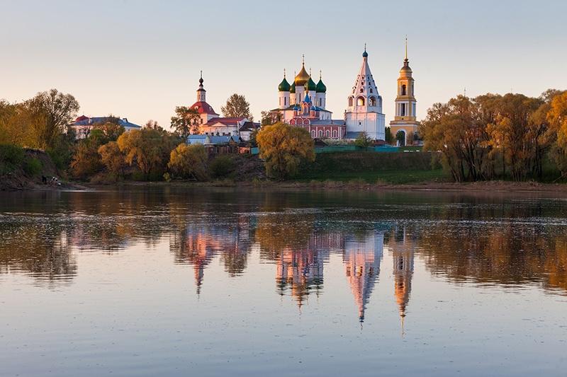 Коломна - город, основанный в месте впадения реки Москвы в Оку. Фото Коломны на рассвете