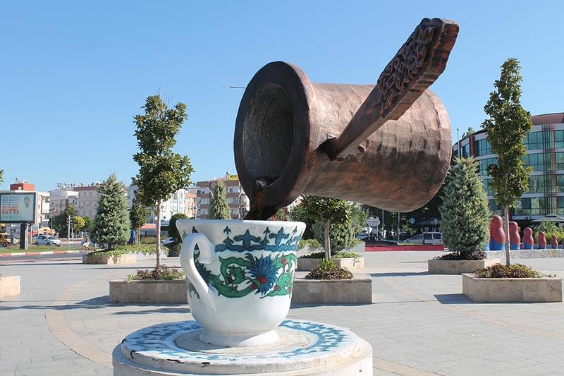 Кофе - культовый напиток в Турции. Ему даже поставили памятник на одной из улиц