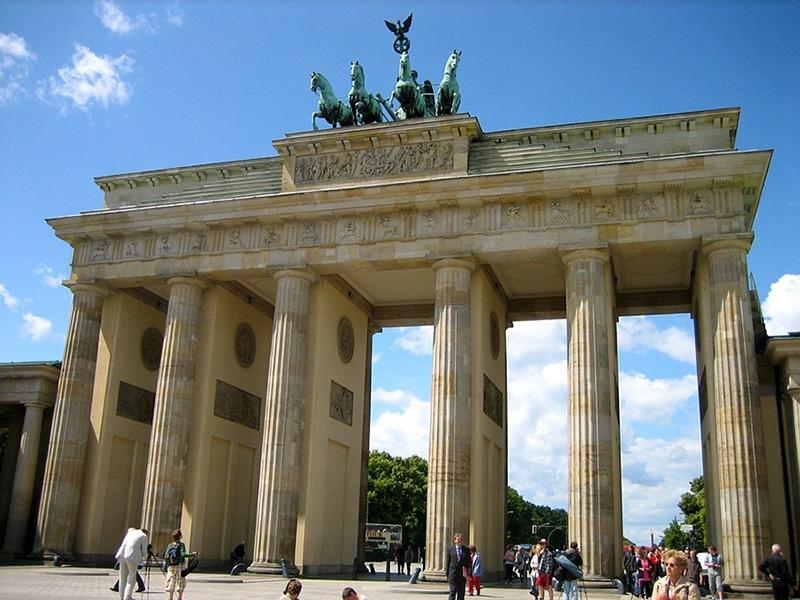 Бранденбургские ворота— единственные изсохранившихся городских ворот